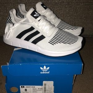 BNWT ADIDAS MENS SWIFT RUN TENNIS SHOES 8